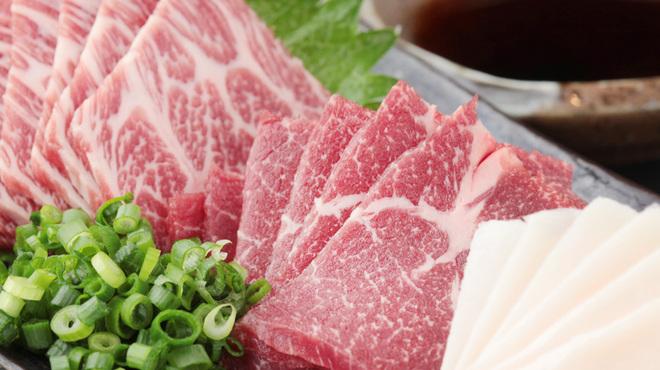 大人の隠れ居酒屋 豊和 - 料理写真:熊本県産 極上馬刺し盛り合わせ