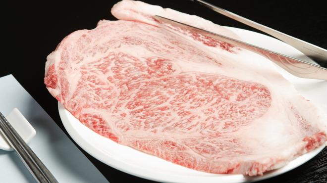 濱田屋 焼肉 ホルモン 五代目 市郎右衛門 - 料理写真:はみ出しカルビ
