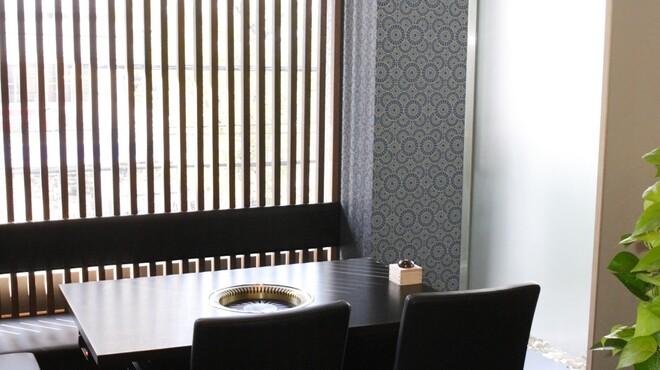 濱田屋 焼肉 ホルモン 五代目 市郎右衛門 - 内観写真:完全個室は2名様~周りを気にせず極上の黒毛和牛肉に舌鼓を打てます。