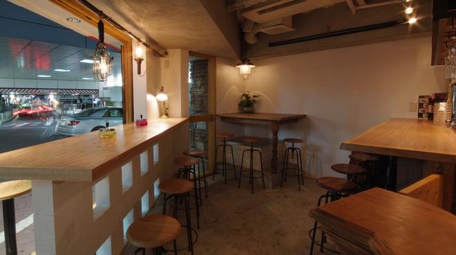 ボーデリアハヤカワ - 内観写真:季節が良ければフルオープン!開放的な店内(1階)
