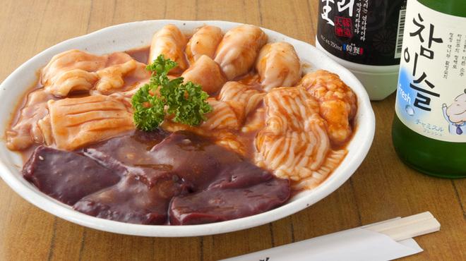 山水苑 - 料理写真:人気のホルモンセット