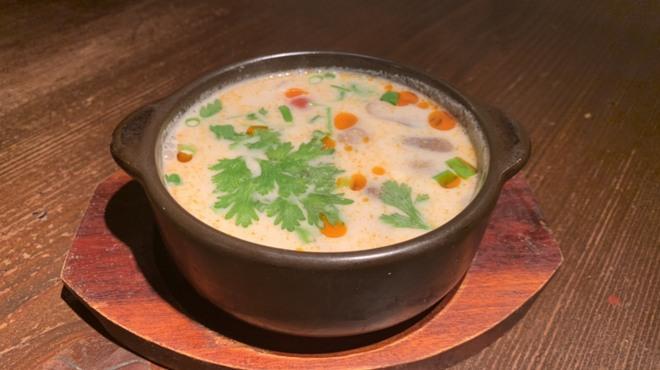 タイ酒場 サラパオ - 料理写真:トムカーガイスープ