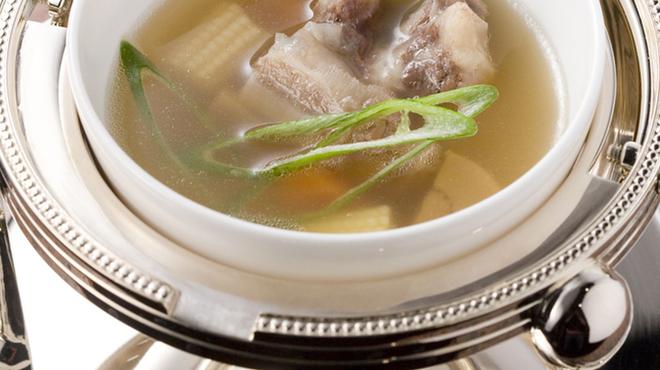 ビフテキのカワムラ - 料理写真:3日間かけて煮込んだカワムラ特製テールスープです♪