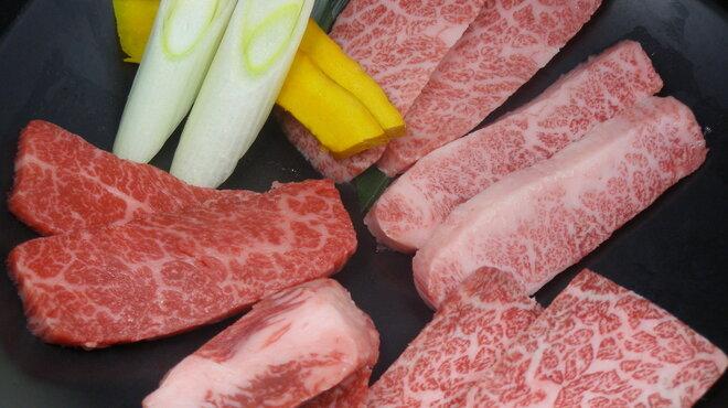快 - 料理写真:和牛上物めぐり(2人前) かたまりから仕入れるカルビは、様々な味わいの部位に切り分けられます。特上・上・ゲタ・幻(カイノミ)・中とろ(ささみ)。お気に入りを見つけて下さい。