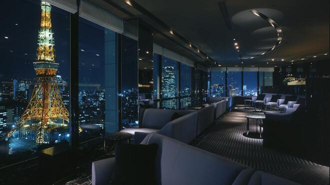 ステラガーデン - 内観写真:東京タワーのライトアップを楽しめるソファー席