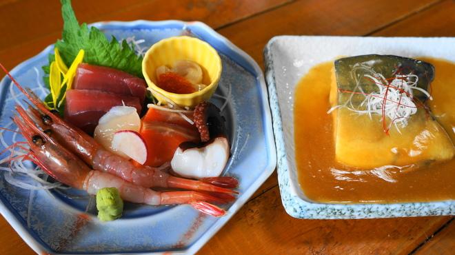 喰い処 弐七 - 料理写真:刺身盛りとさば味噌のW定食