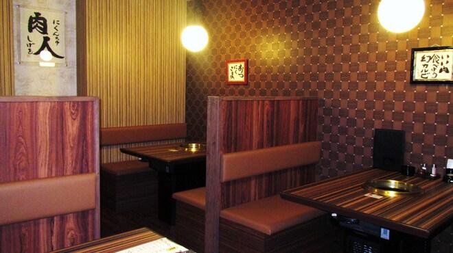 食彩和牛しげ吉 - 内観写真:仕切りのあるテーブル席