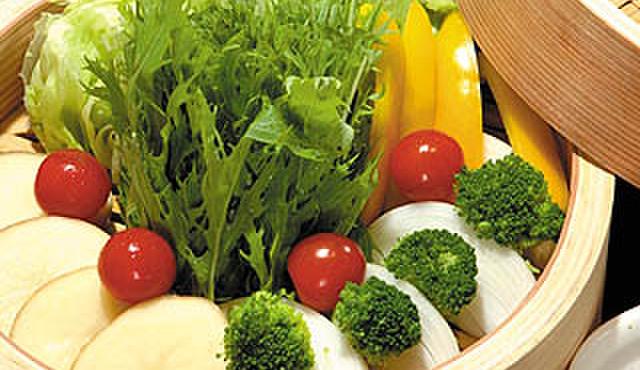 折おり - 料理写真:目の前で蒸し上がる「セイロ蒸し」(写真:季節野菜のセイロ)
