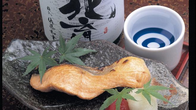 魚屋直営魚勢 - 料理写真:鮭はらす焼 鮭の中でも脂がのった部分を焼きあげた逸品!780円