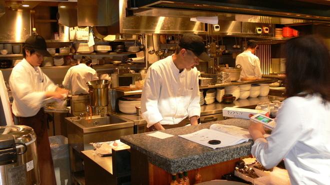 美食酒家 うまか - 内観写真:料理長を始めに一生懸命頑張っております。