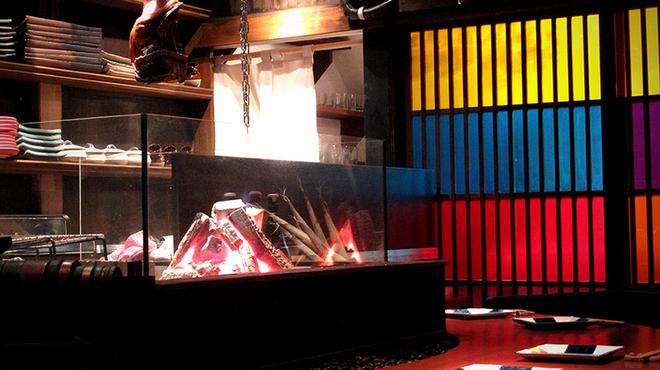 江戸肉割烹 ささや - 内観写真:炉端