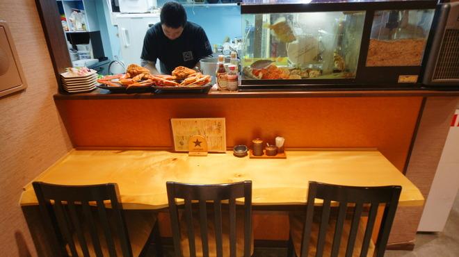 旬鮮酒場 Dank - 内観写真:カウンター越しに店主とコミュニケーションが取れるのも良い所。
