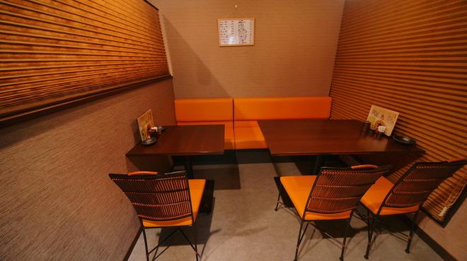 旬鮮酒場 Dank - 内観写真:個室感覚で使えるテーブル席も嬉しい。