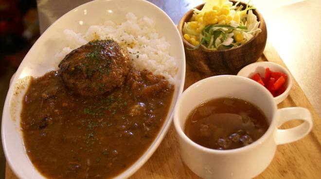 curry cafe SABURO - 料理写真:一番人気のサブローランチに、こだわりハンバーグをトッピング。