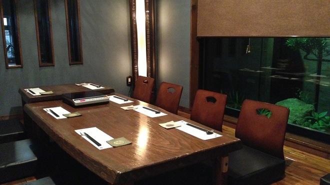 ぼんぐう・kurobuTa - 内観写真:4名様~8名様におすすめの掘りごたつ席の完全個室です。接待やお子様連れに人気です!!