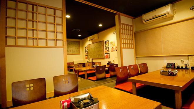 夢家 - 内観写真:風情のある和室は常連を中心に人気