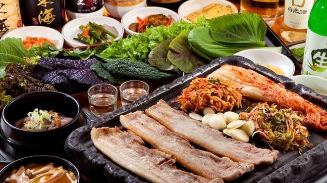 ソウル本家 - 料理写真:炭火燻製生サムギョプサル、手間のかかった美味しさは他では味わえません!