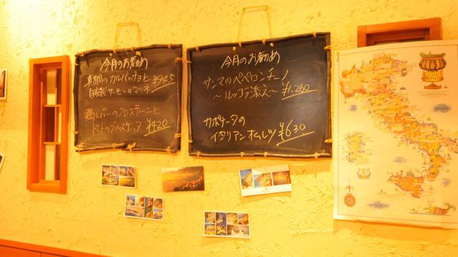 オステリア ヴィン カフェ - 内観写真:今月のお勧めは店内黒板をご覧ください!