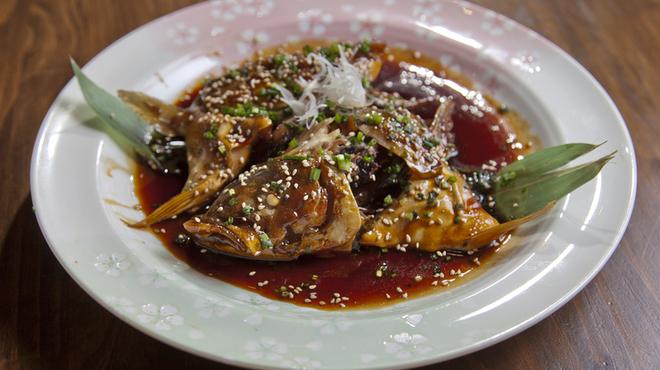 海鮮焼鮮圭 - 料理写真:その日にとれたばかりの魚を使用『ヒラマサのあら炊き』
