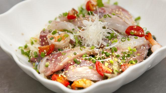 海鮮焼鮮圭 - 料理写真:新鮮な活魚で造る『海鮮サラダ』
