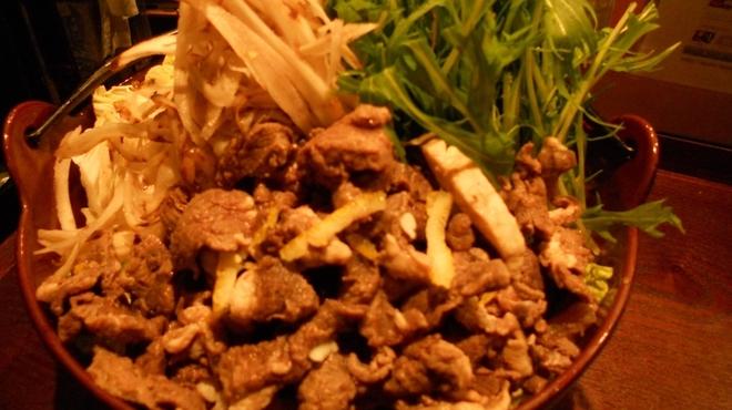 炉端美酒食堂 炉とマタギ - 料理写真:豪快!鹿○鍋!!鹿すじ肉のいい出汁がでてます!