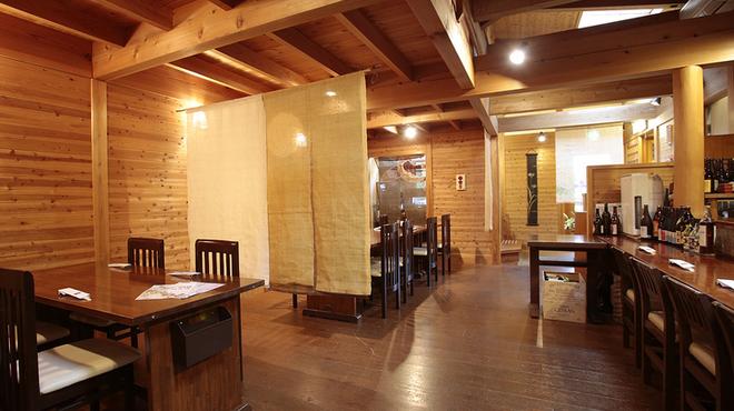 味工房 まつしま - 内観写真:落ち着いた雰囲気の店内