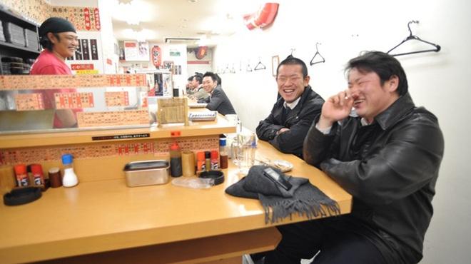 串かつ合格や - 内観写真:気さくな店員さんとお話しながら一杯いかがですか?
