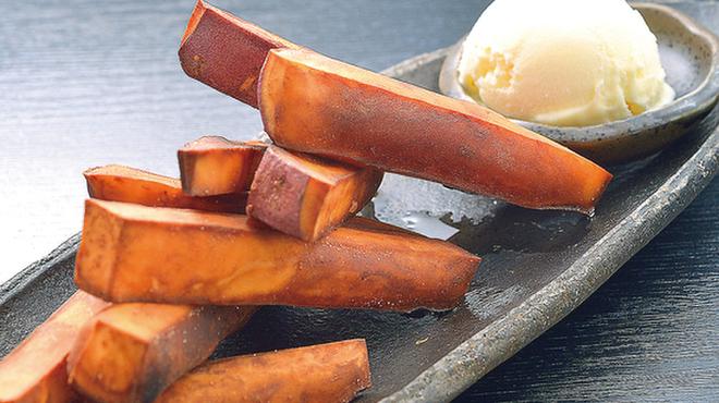 鶏ひげ - 料理写真:アツアツのさつまスティックと冷んやりとしたバニラアイスが絶妙にマッチ!男女ともに人気があるデザートです。