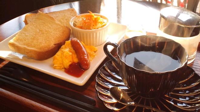 新宿御苑 ろまん亭 - 料理写真:トーストセット 11時まで ¥500