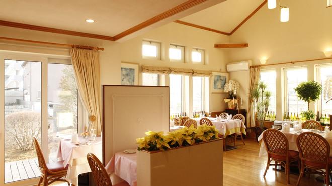 Souzaemon - 内観写真:優しく暖かな光の差し込む店内でゆったりとお食事をお楽しみ下さい。