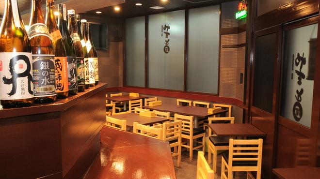 牡蠣 やまと - 内観写真:店内は18名様のご宴会も可能です。
