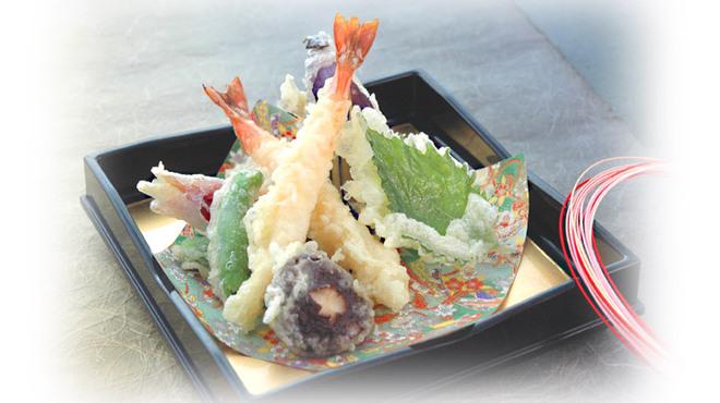 金沢まいもん寿司 梅鉢亭 - 料理写真:揚げたてサクサク『天ぷら盛り合わせ』