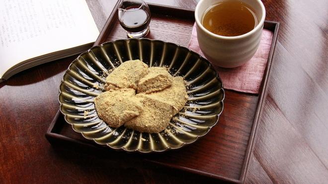 新宿御苑 ろまん亭 - 料理写真:自家製わらびもち 600円