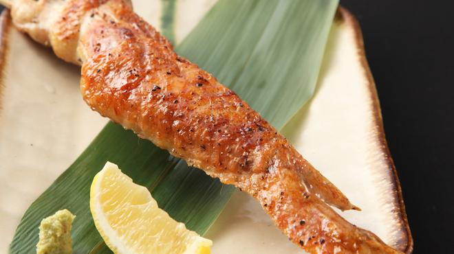 ふとっぱらや 手羽蔵 - 料理写真:美桜鶏(ミオウドリ)を使用した名物大手羽一本焼