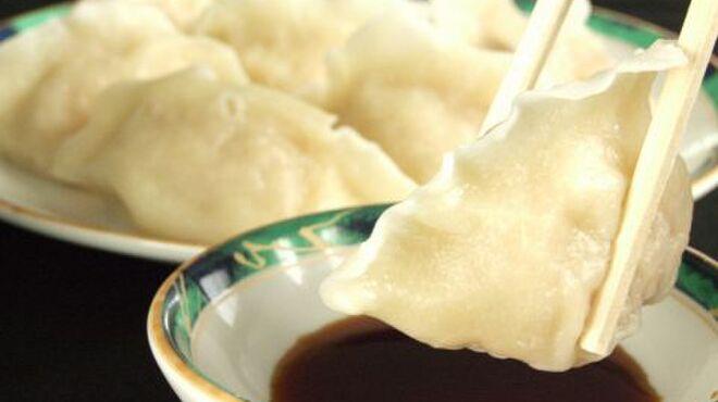 中国料理 金春新館 - 料理写真:水餃子(5個)500円/蒸し餃子(5個)380円/小龍包(3個)380円