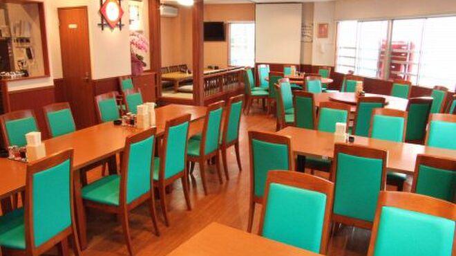 春香園 - 内観写真:1階→テーブル席30席。2階→個室部屋(20席個室、10名個室)。最大60名様まで宴会OK!
