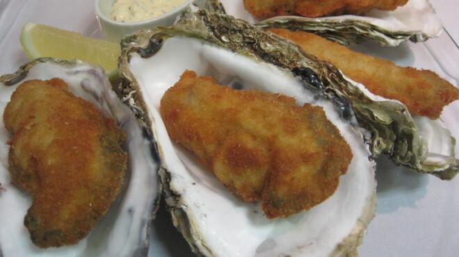 オイスターバー COVO - 料理写真:当店独自の揚げ方で!ぷりっぷりの剥きたて生牡蠣フライ♪
