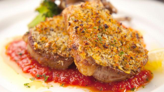 コーザ・ボーレ - 料理写真:骨付き仔羊の香草パン粉オーブン焼き トマトソース添え