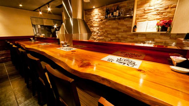 北新地 串柾 - 内観写真:木目調の雰囲気の良いカウンター席もおすすめ、、、