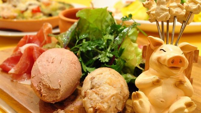 Aux delices de dodine - 料理写真:シャリュキュトリーの盛り合わせサラダ添え  前菜の盛り合わせとしてどうぞ