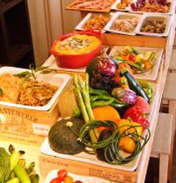 夜市 - 料理写真:カウンターから選ぶ本日の前菜!!なんと21時以降は半額に!!YORUICHI名物選べる前菜!!まるで市場のようにお好きなお料理を選べます♪.jpg