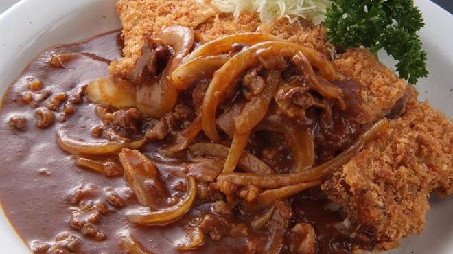 洋食亭 おおはし - 料理写真:《カツカレー》どっちの料理ショーでも紹介されたカツカレーは、味もボリュームも大満足です!