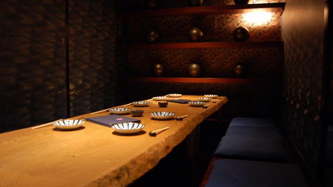 桜座蔵 - 内観写真:店の入口付近に、10~12名様用のVIP席があります