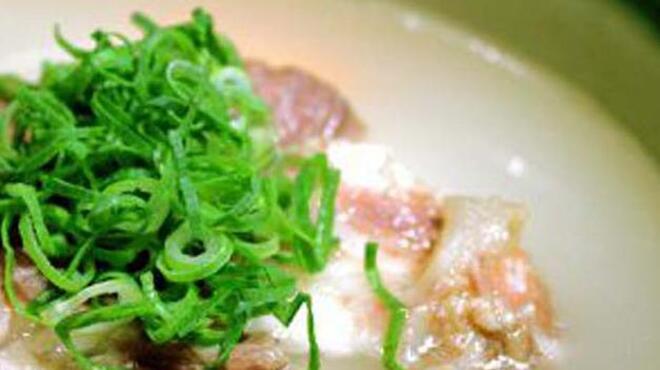 王道 - 料理写真:和牛カルビの白湯スープ体にやさしい白湯は〆にぴったりの一品。カルビのコラーゲンもたっぷり含まれています。