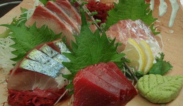 八丈島 - 料理写真:新鮮!特選お造り三点盛¥1680 今ならサービスで四点盛です!