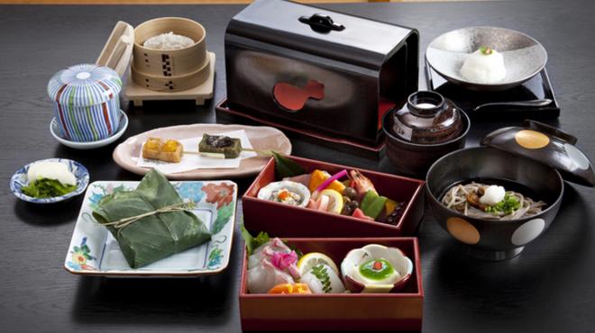 慈恩精舎 - 料理写真:名物れんこん料理と日本料理の贅沢コース