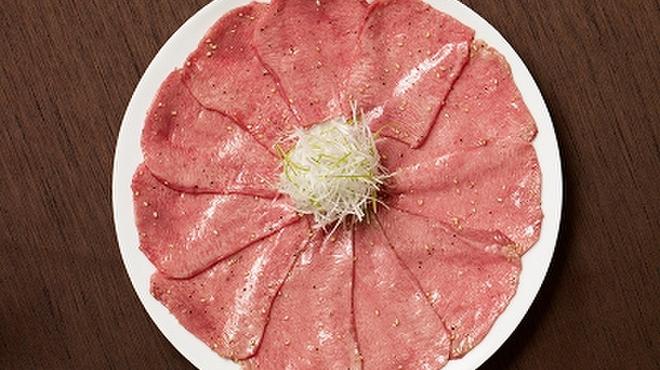 焼肉チャンピオン - 料理写真:おすすめは長期熟成させた極上タンを使ったメニュー。旨みをギュッと凝縮した、繊細で芳醇な味わいは格別です。