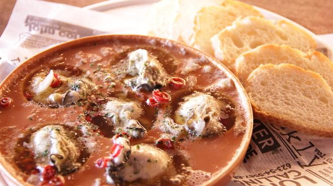 スペイン 大衆酒場 Little Barca noov  - 料理写真:カキのアヒージョ(バケット付き) プリプリクリーミーなカキをガーリックオイルで煮込みました。