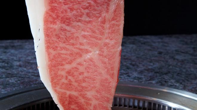 焼肉チャンピオン - 料理写真:お肉をさっと炙ってお召上がりいただく焼きしゃぶ
