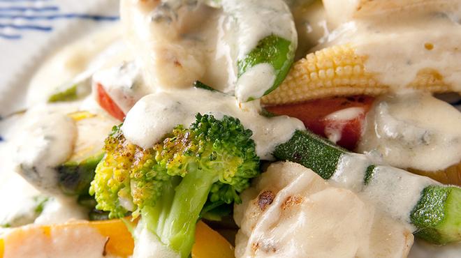 ランコントル - 料理写真:ワインに合うお料理をご用意・・温製野菜にブルーチーズのソースを
